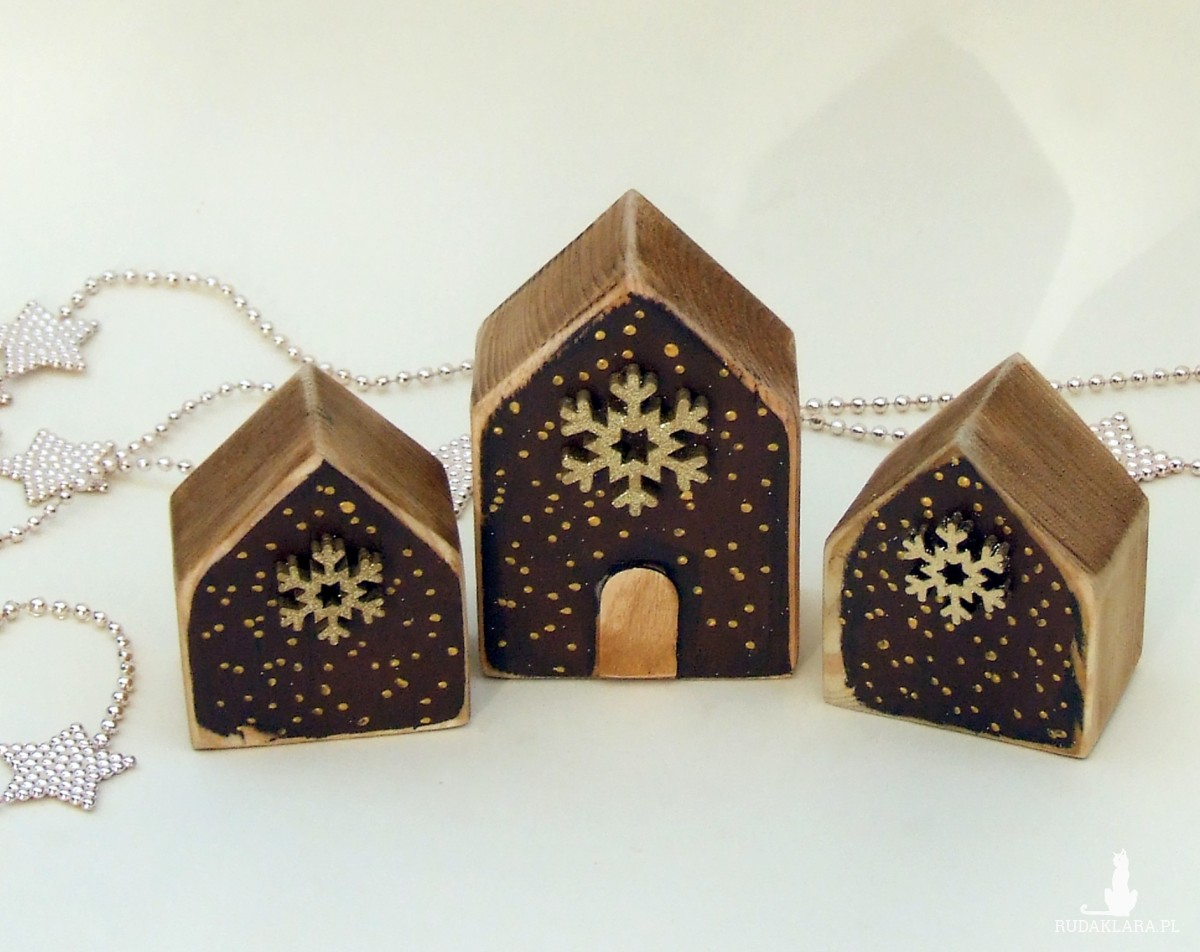 3 drewniane domki dekoracyjne