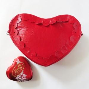 Skórzana torebka w kształcie serduszka