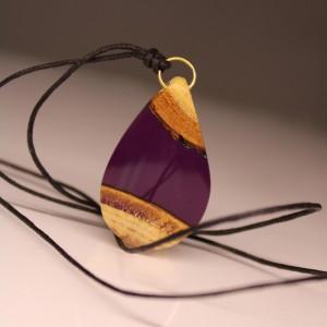 Fioletowy wisiorek z żywicy