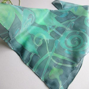 Jedwabna apaszka w odcieniach zieleni