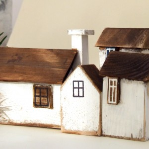 4 drewniane domki dekoracyjne, białe