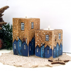 2 świeczniki z malowanymi domkami