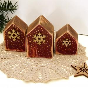 3 drewniane domki dekoracyjne, bordowe