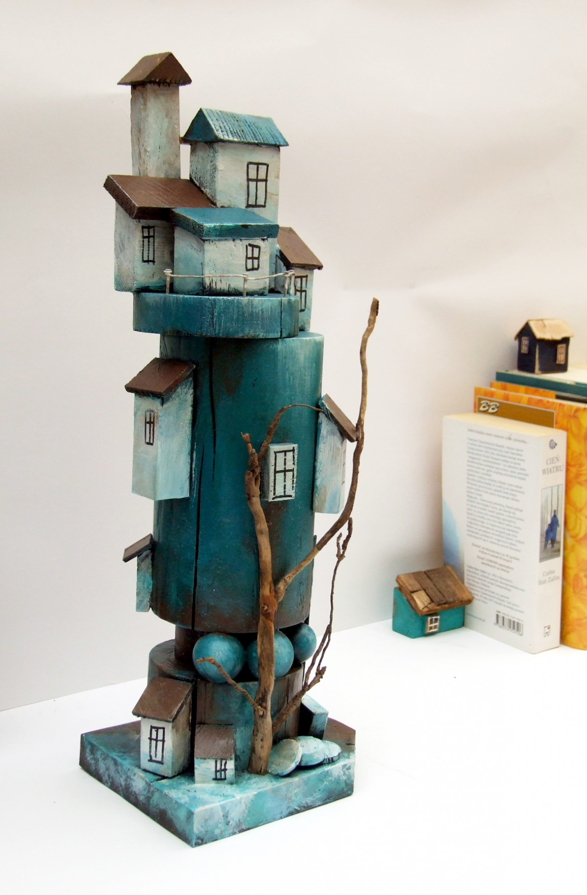 Dekoracja z drewna - Turkusowa wieża