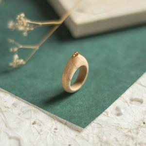 Jesionowy pierścionek z peridotem