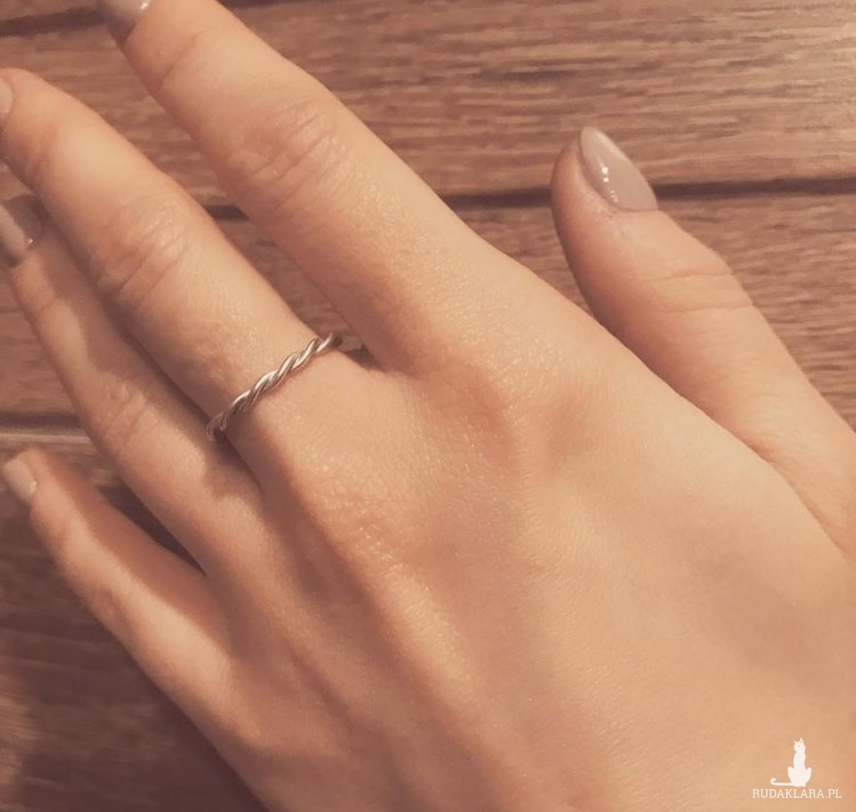 """Srebrny pierścionek """"helisa"""""""