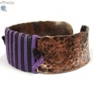 Skóra i miedź, Miedziana bransoletka z fioletowym i czarnym rzemieniem, ręcznie wykonana, prezent dla niej prezent dla mamy, regulowana