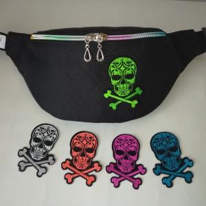 Nerka saszetka biodrowa wodoodporna handmade torebka na pas torebka na ramię czarna pikowana aplikacja z czaszką ( zamówienie )