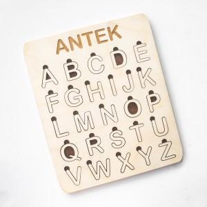 Drewniany alfabet - ciemne tło