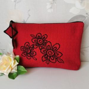 Kosmetyczka damska  saszetka organizer do torebki  czerwona z haftem