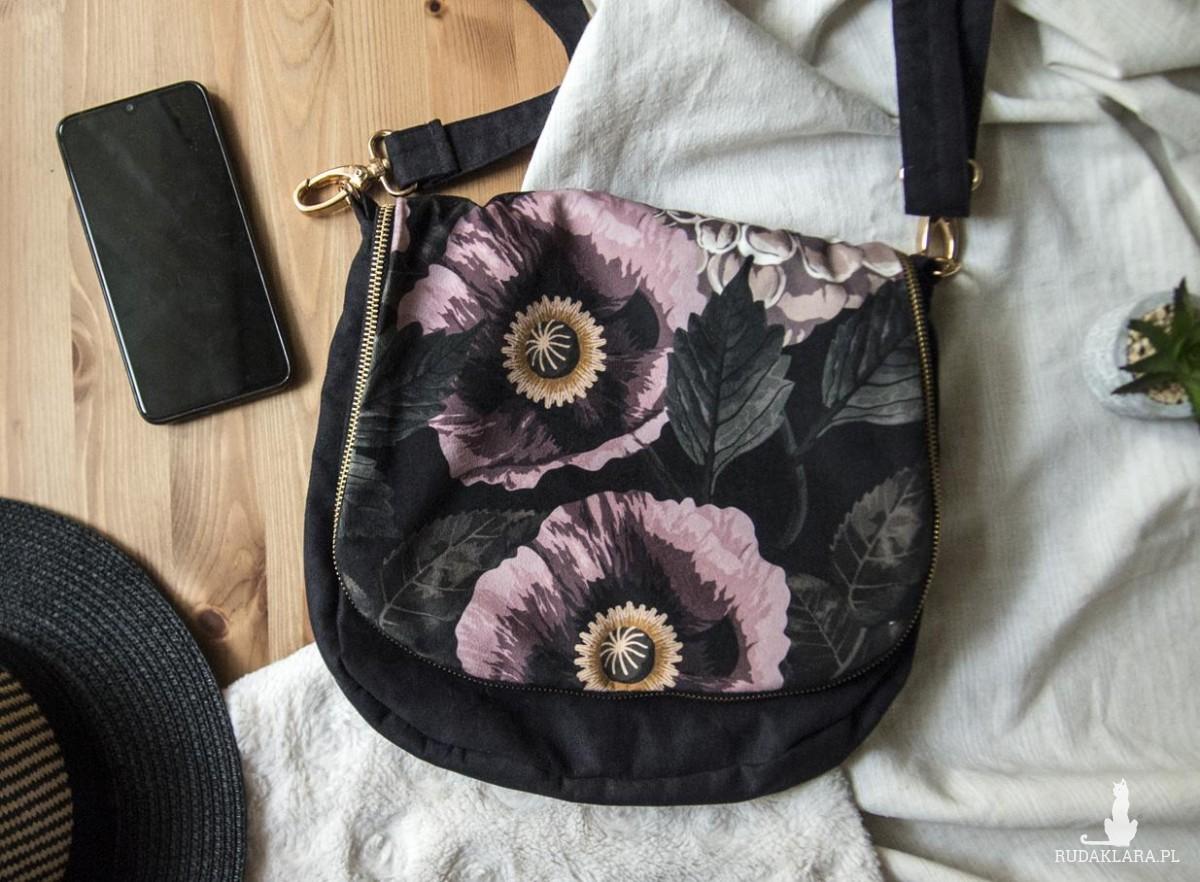 Zamszowa listonoszka z klapą w kwiaty
