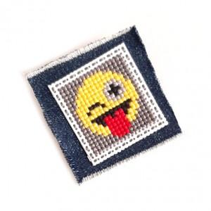 4629 broszka haft krzyżykowy rękodzieło