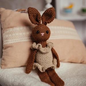 maskotka królik na szydełku brązowy