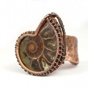 Skamielina amonitu, Miedziany pierścionek z amonitem, ręcznie wykonany, prezent dla niej prezent dla mamy, prezent biżuteria autorska