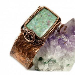 Rubin i miedź, Miedziana bransoletka z rubinem w fuchsycie, ręcznie wykonana, prezent dla niej prezent dla mamy, prezent regulowana
