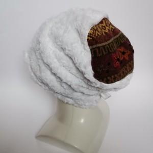 Czapka damska handmade białe zmierzwione futerko