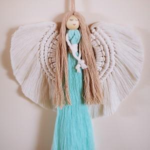 makramowy aniołek na ścianę