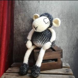 Maskotka szydełkowa owieczka