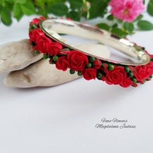 Bransoletka z czerwonym różami
