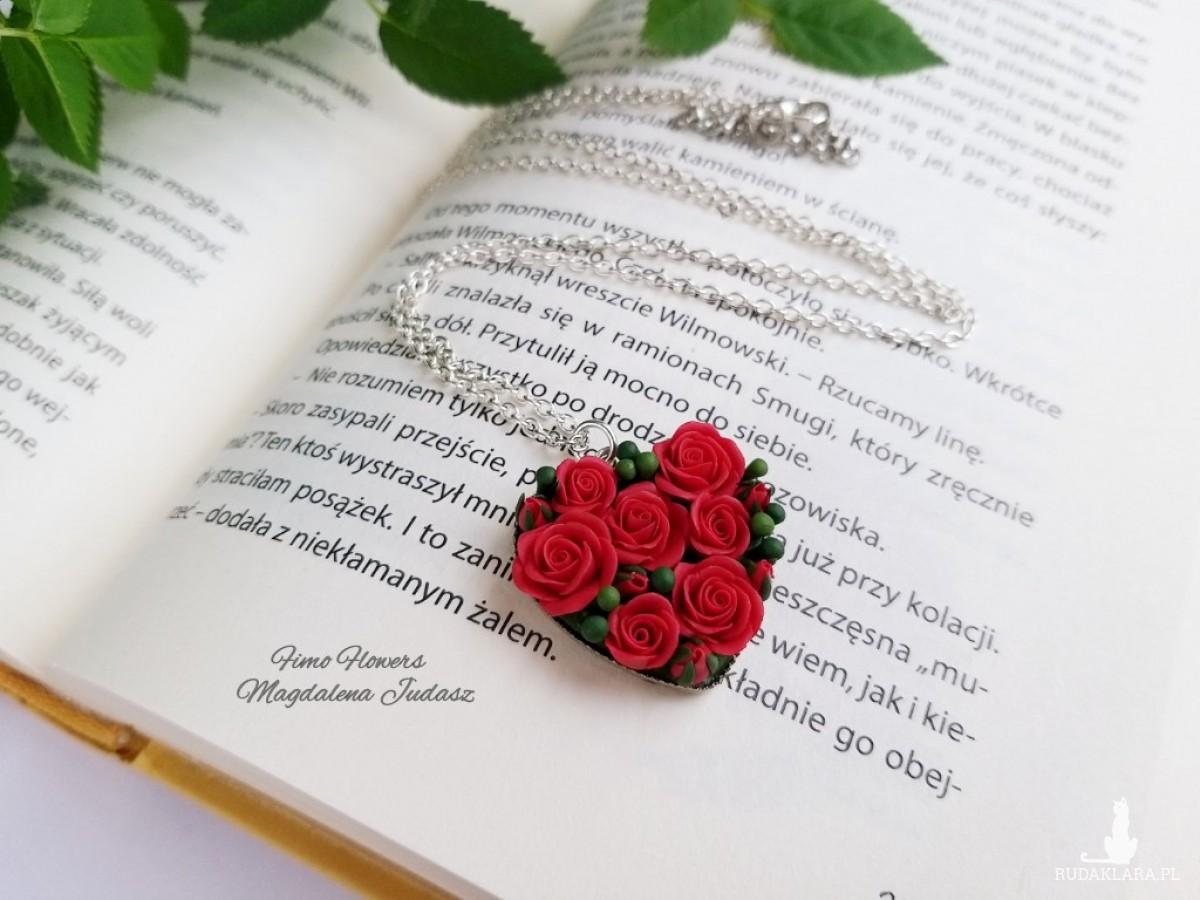 Zawieszka z czerwonymi różami