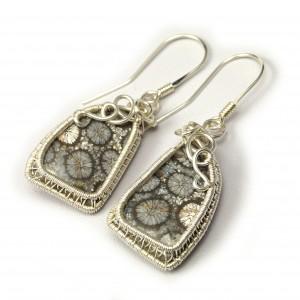 Koral, Srebrny kolczyki ze skamieliną koralu ręcznie wykonany, prezent dla niej prezent dla mamy prezent urodzinowy niepowtarzalna biżuteria
