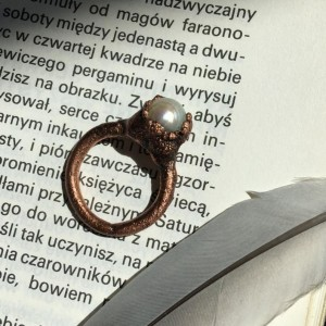 pierścionek perła w miedzi r.13