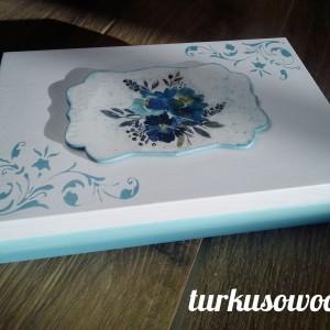 Szkatułka akrylowe kwiaty- decoupage.