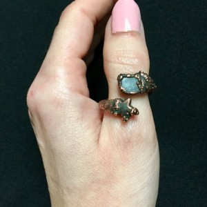miedziany pierścionek z akwamarynem