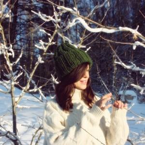Zielona czapka handmade z wełną