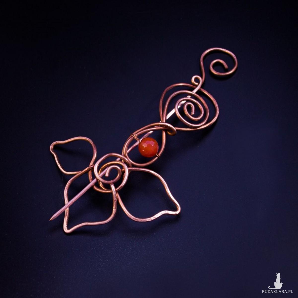 Miedziana duża broszka - kwiat z agatem