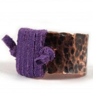 Miedziany pierścionek ze skórzanym fioletowym rzemieniem, ręcznie wykonany, prezent dla niej prezent dla niego, prezent biżuteria autorska