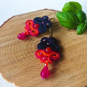 Różowo-pomarańczowo-granatowe kolczyki z jadeitami