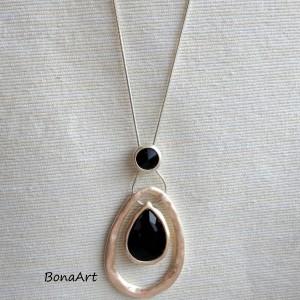 Długi naszyjnik z czarnym kryształem