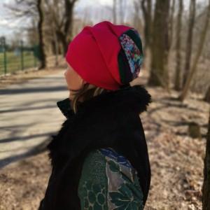 Czapka damska  wiosenna amarantowa