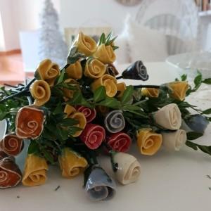 Mała różyczka ceramiczna