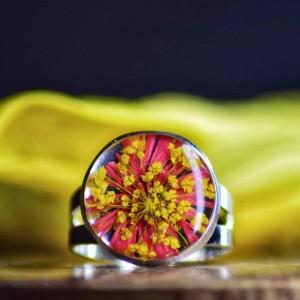 Pierścionek 3D ze stokrotką i kwiatem marchwi