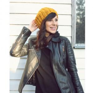 Żółta czapka handmade z wełną