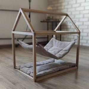 Dębowy domek dla kota z hamakiem i poduszką