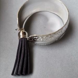 bransoletka metalowa z czarnym chwostem