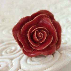 Pierścionek czerwona różyczka