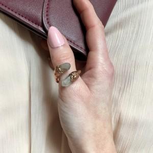 pierścionek z kryształem górskim w surowej miedzi