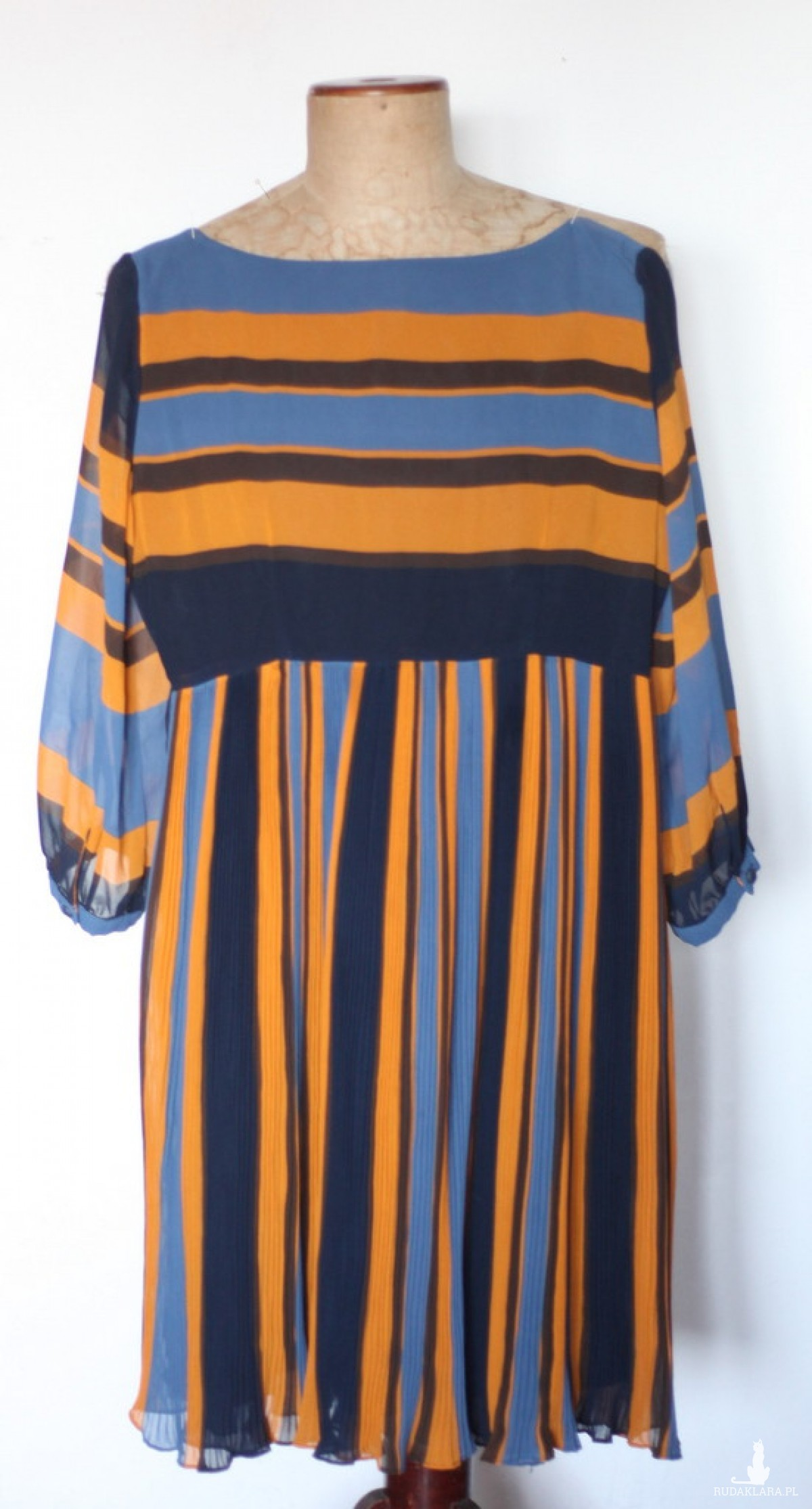 damska sukienka plisowana w paski D1
