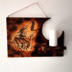 Świecznik wiszący drewniany opalany z wilkiem
