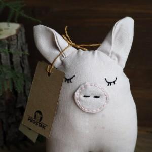 Prostak Śpiące Prosiątko w kolorze pudrowym -świnka