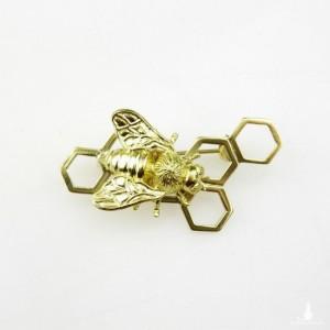 Pszczoła złota na plastrze miodu - broszka srebrna