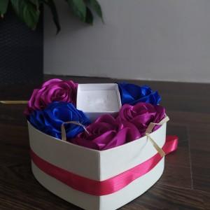 Mały box kwiatowy z pudełeczkiem na biżuterię