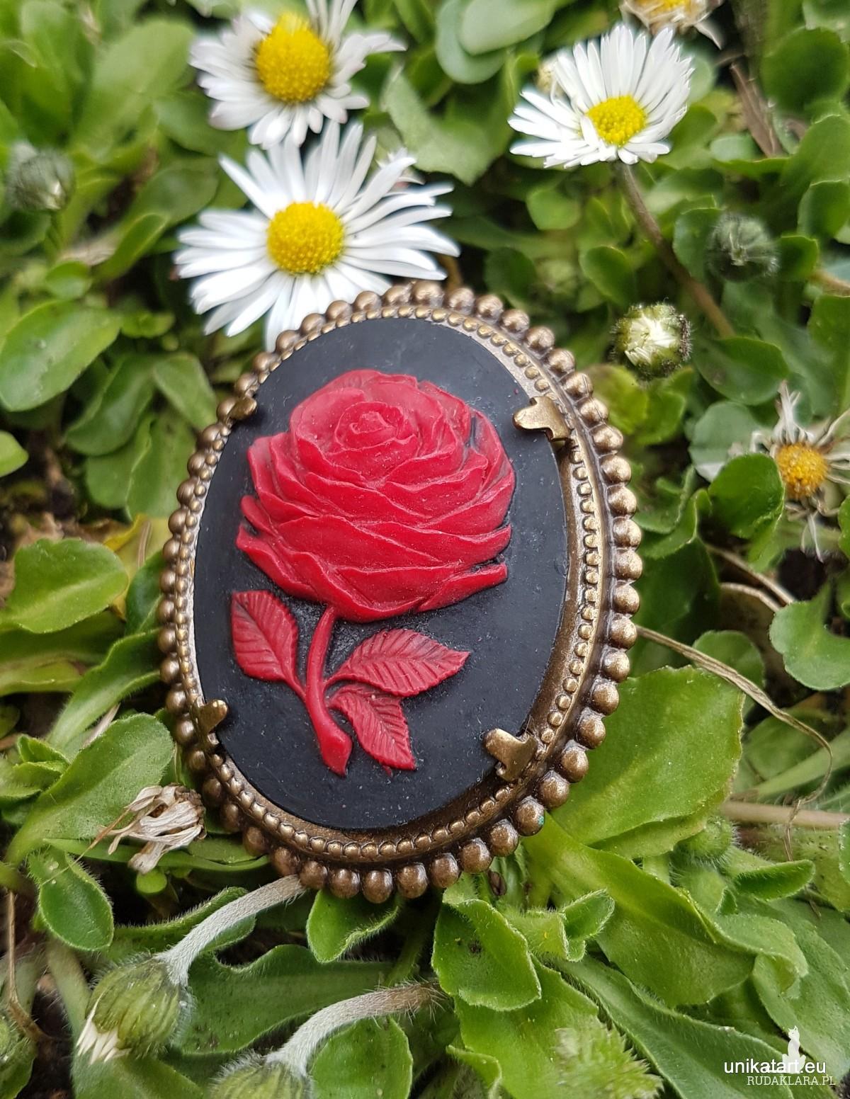 Broszka Camea Czerwona Róża