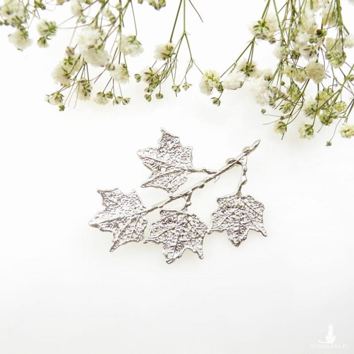 Broszka srebrna - Klonowa gałązka biała