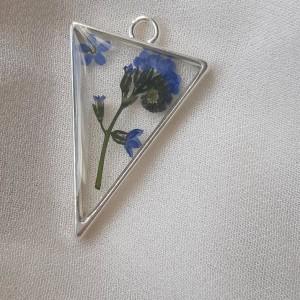 Wisiorek naszyjnik z żywicy trójkąt niezapominajki żywica srebrny