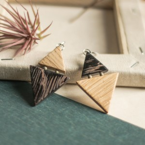 Dwukolorowe drewniane kolczyki
